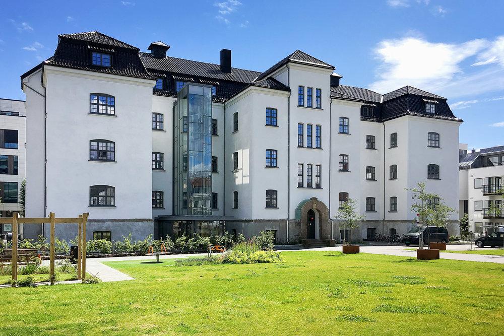Kasernen gjenoppstod i 2015 - totalrenovert og ombygd til moderne leiligheter.