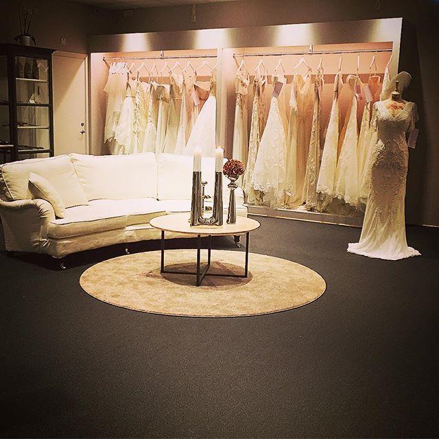 Sista dagen innan flytten! Kl 16.00 stänger butiken ner. @wbysofias  #wedding #bride #accessories #erbjudande #fest #brudpar #brudklänning #bröllop2016 #bröllop2017 #bröllopsinspiration #brudgum #smoking