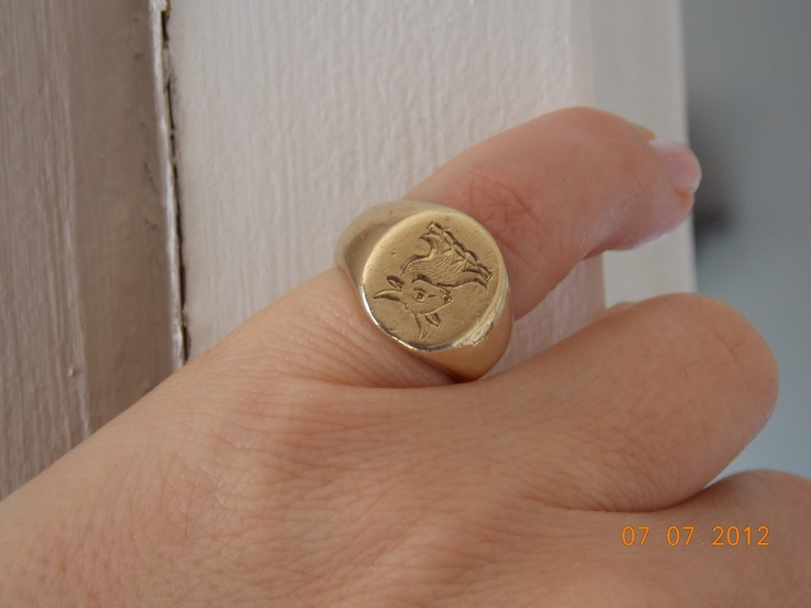 Family Signet ring - A thing aparently