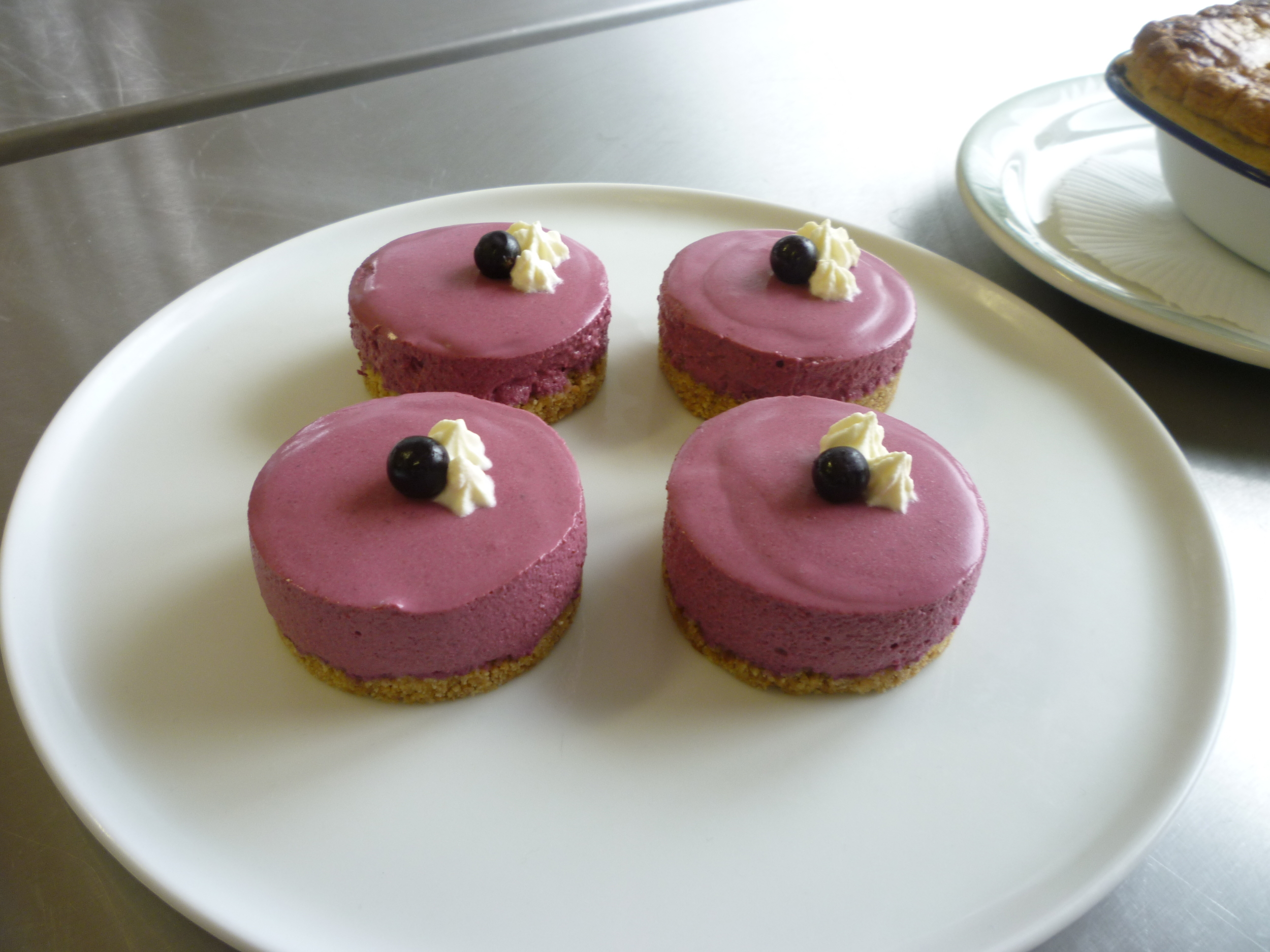 Blackcurrant cheesecakes