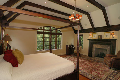 595Glendale_MasterBedroom.jpg