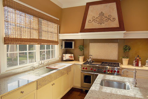 600Glenridge_Kitchen.jpg