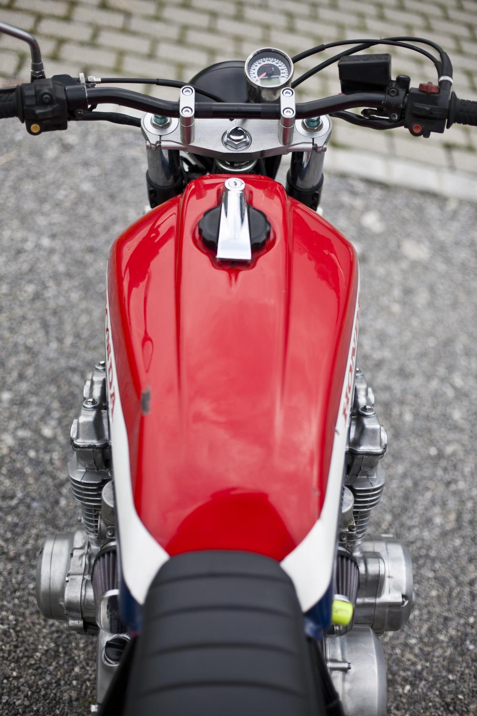 Tank: Honda CB 900 Bol d'Or Seat: custom