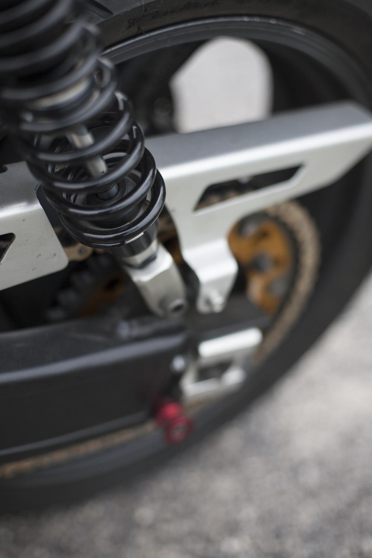 Swing arm: Yamaha XJR (modified) Rear wheel & brake:Yamaha XJR Shocks: YSS