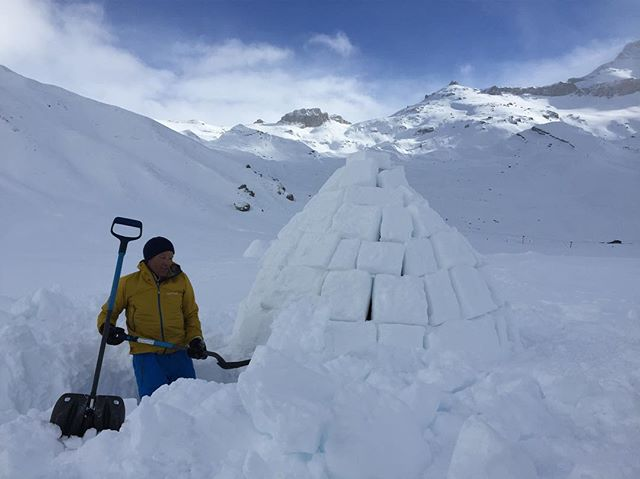 My amazing guide Peter from @muchbetteradventures digging the entrance to tonight's digs. Just spent three hours cutting bricks. Not pictured @lodestarsanthology stuck inside after gallantly holding the whole thing up #adventure #travelgram #switzerland #alps #igloo #freezing