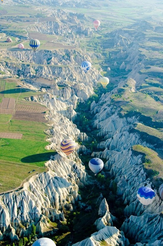 Hot air balloons in Capadocia, Turkey. (Photo Cred: Tropdreamer.com)