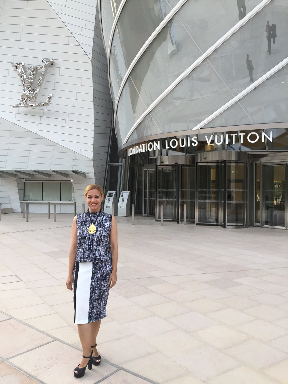 Larissa at the Louis Vuitton Foundation in the outsides of Paris.