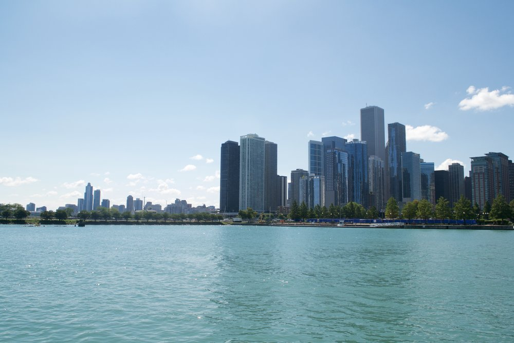 navy pier chicago skyline