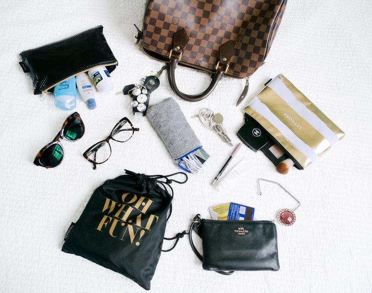 59bda18007c1 louis vuitton speedy 30 whats in my bag