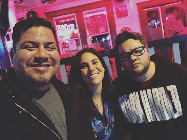 Got to catch up and get some DRANKS with these awesome Rebel without a Crewers! Pic by @jmarsuperstar  #vivaindie #rebel #drinks #losangeles #barneysbeanery #hollywood #westhollywood #producer #director #ad  #team #elreynetwork #dranks #fun #friends #film #filmcrew #crew #austin #california