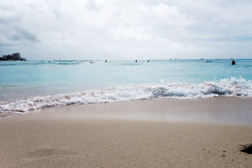 Waikiki Beach + bright aqua vibe