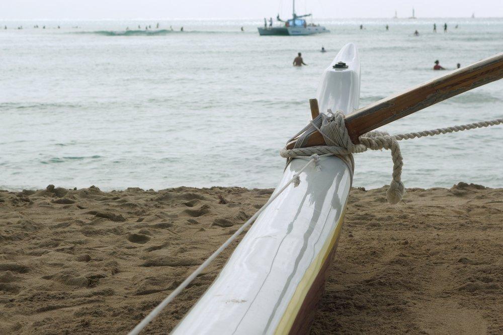 waikiki_beach_boat_38708591305_o.jpg