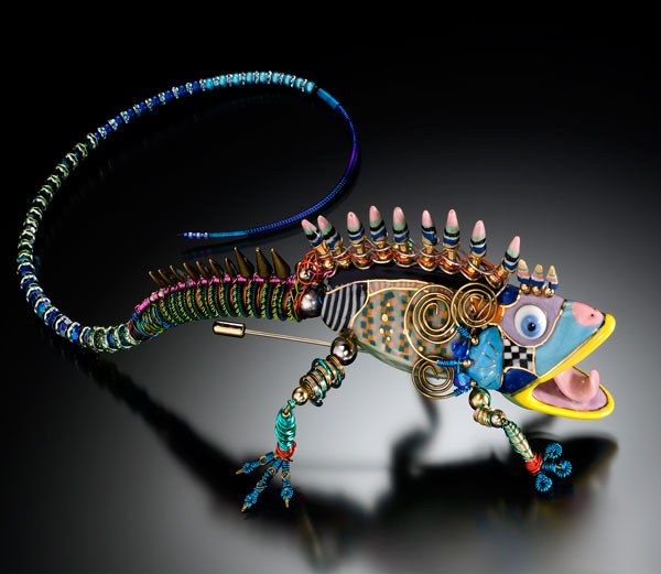 Erh Ping Tsai, Porcelain lizard pin
