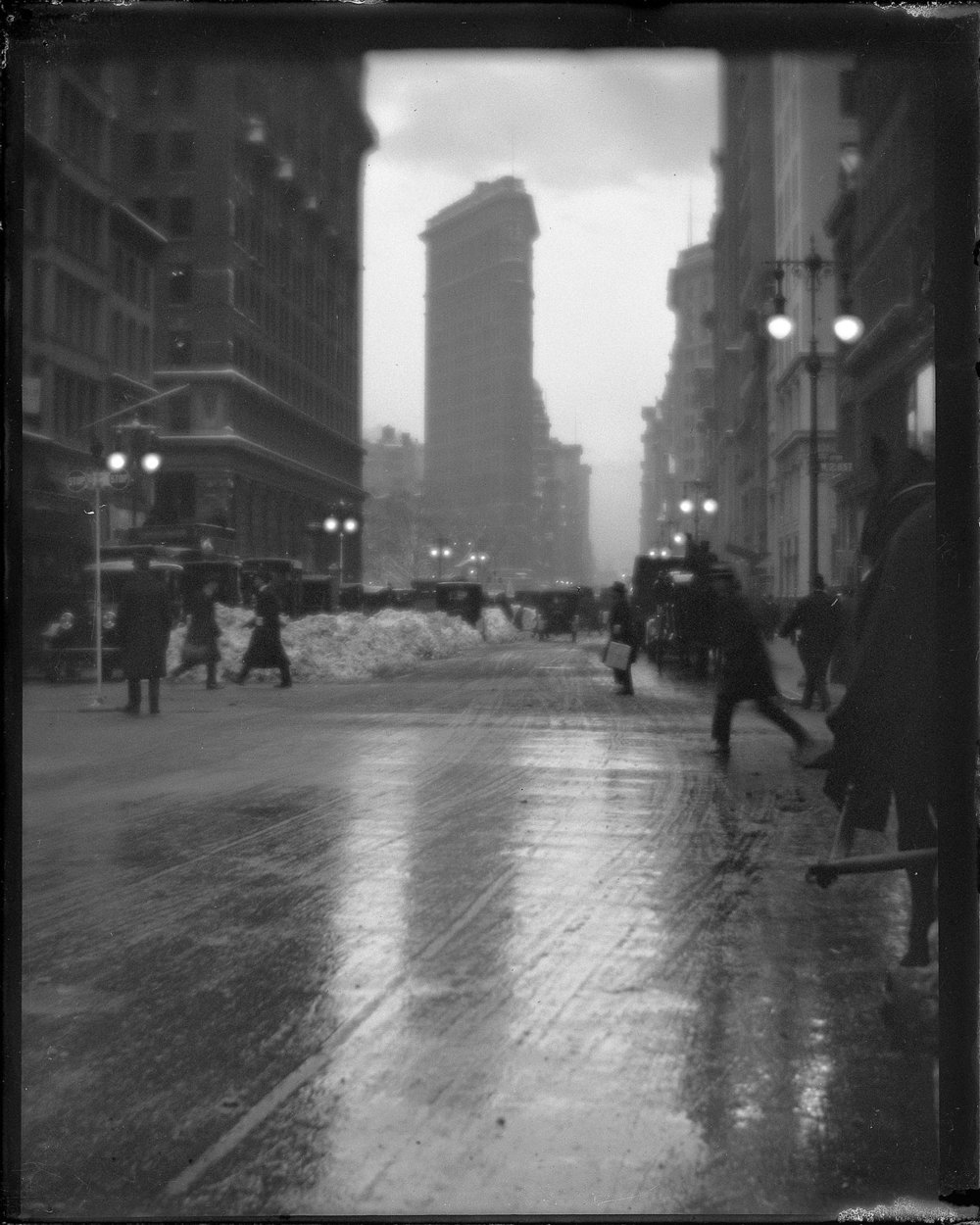 "Karl Struss (1886-1981), New York Street Scene with Flatiron Building, ca. 1915, Gelatin silver print, 4 ½"" x 3 ½"" ©1983 Amon Carter Museum of American Art, Ft. Worth, TX, P1983.25.1217."