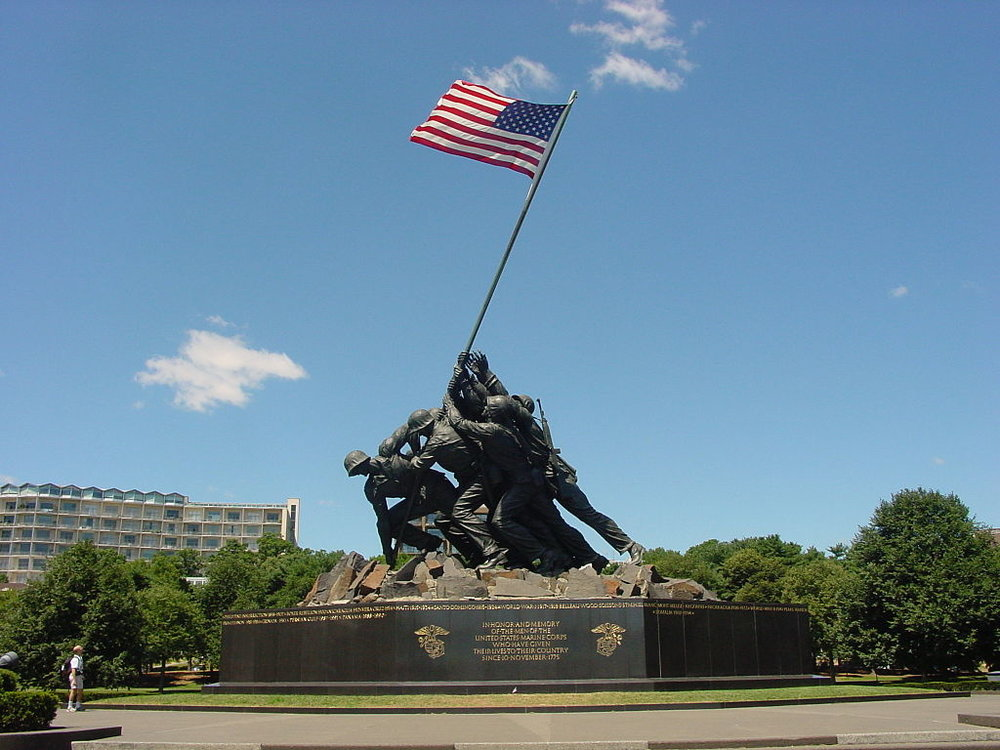 1024px-US_Marine_Corps_War_Memorial_(Iwo_Jima_Monument)_near_Washington_DC.jpg