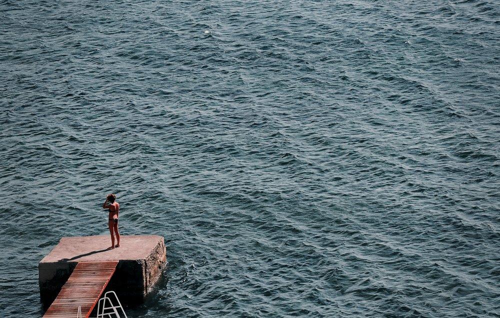 Calma y relax - Queremos que te relajes durante su estancia en la ciudad. Por eso, te ofrecemos un descuento en un tratamiento o circuito en La Perla, un famoso balneario de San Sebastián.La Talasoterapia es un auténtico heredero de la belle époque de San Sebastián. Ubicado en los maravillosos alrededores de la Bahía de La Concha, el Centro Thalasso-Sport La Perla combina los beneficios del océano con la aptitud física y la tecnología del arte en programas físicos y deportivos, terapéuticos, relajantes y antiestrés.