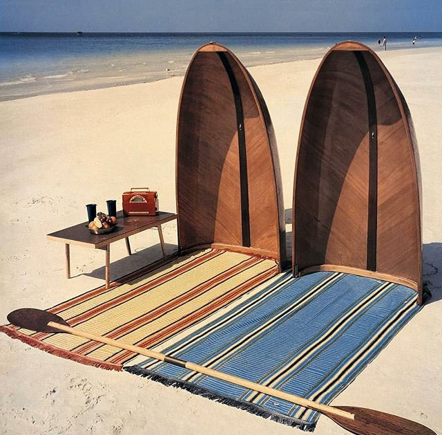 Love this picture of 50's in the West coast. . Pic by #LoisSteinmetz para House & Garden via @ad_spain . #adspain #beach #inspiration #sun #sand #coast #usa #surf #surfing #wood #style #design #rows #canoe #ibaiaetarramak #morethanaguesthouse