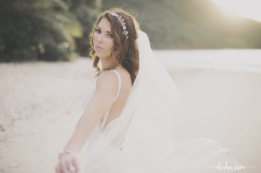 bride-veil-on-cinnamon-bay-ST-John-Virgin-Islands-wedding-photographer-Elisha-Orin.jpg