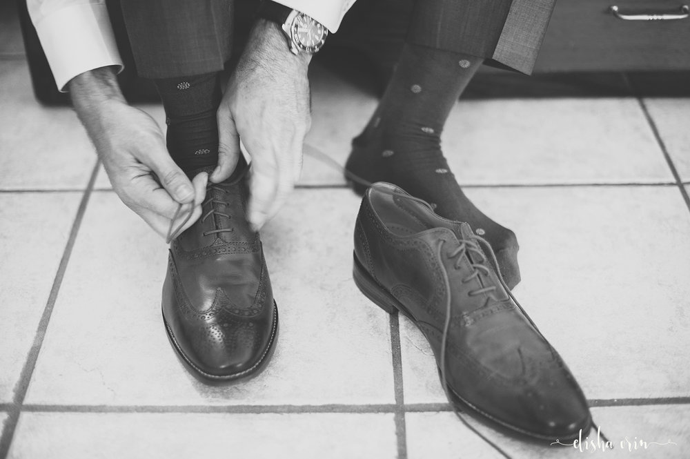tying-shoes-ST-John-Virgin-Islands-wedding-photographer-Elisha-Orin.jpg