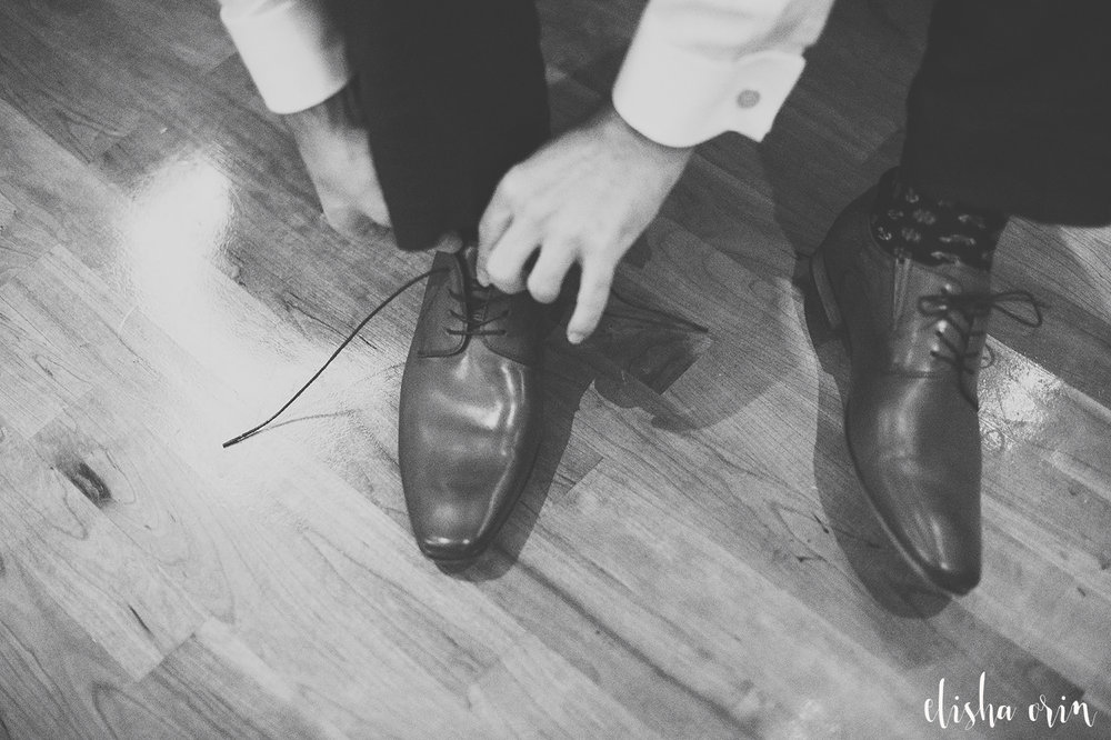 groom-tying-shoes