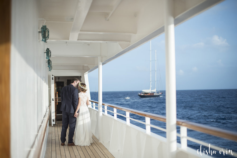 wedding-photography-on-sea-dream-yacht-at-st-barths-kissing