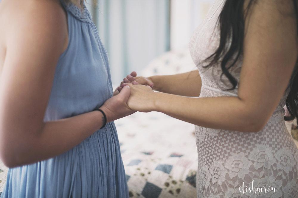bridesmaid-praying-with-bride