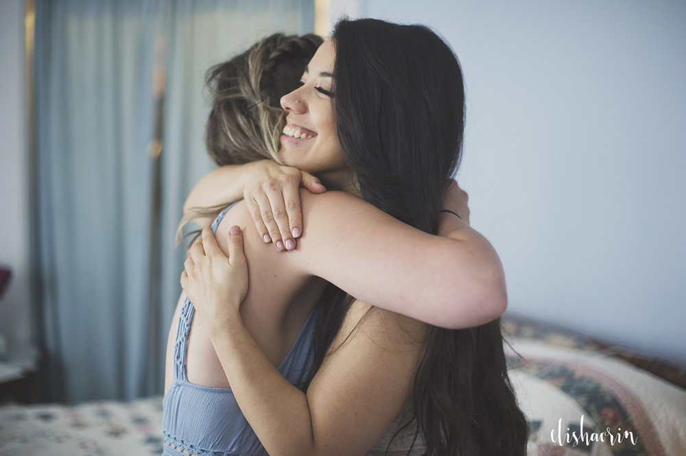 bride-hugging-maid-of-honor