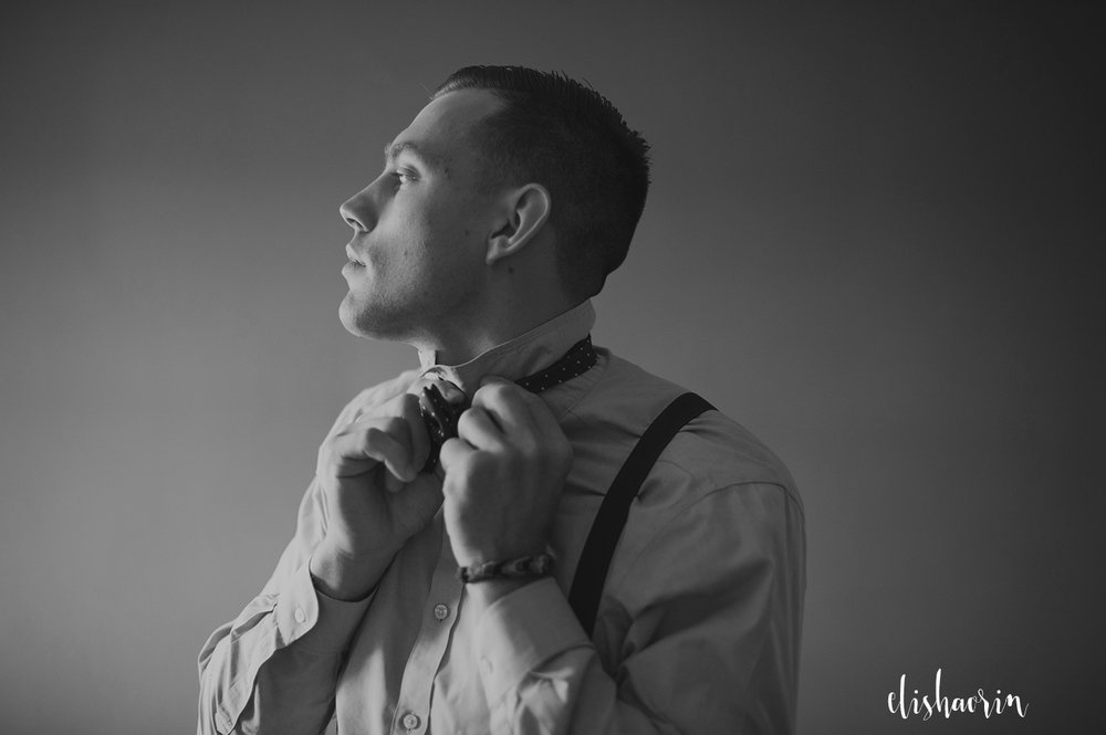 groom-tying-tie