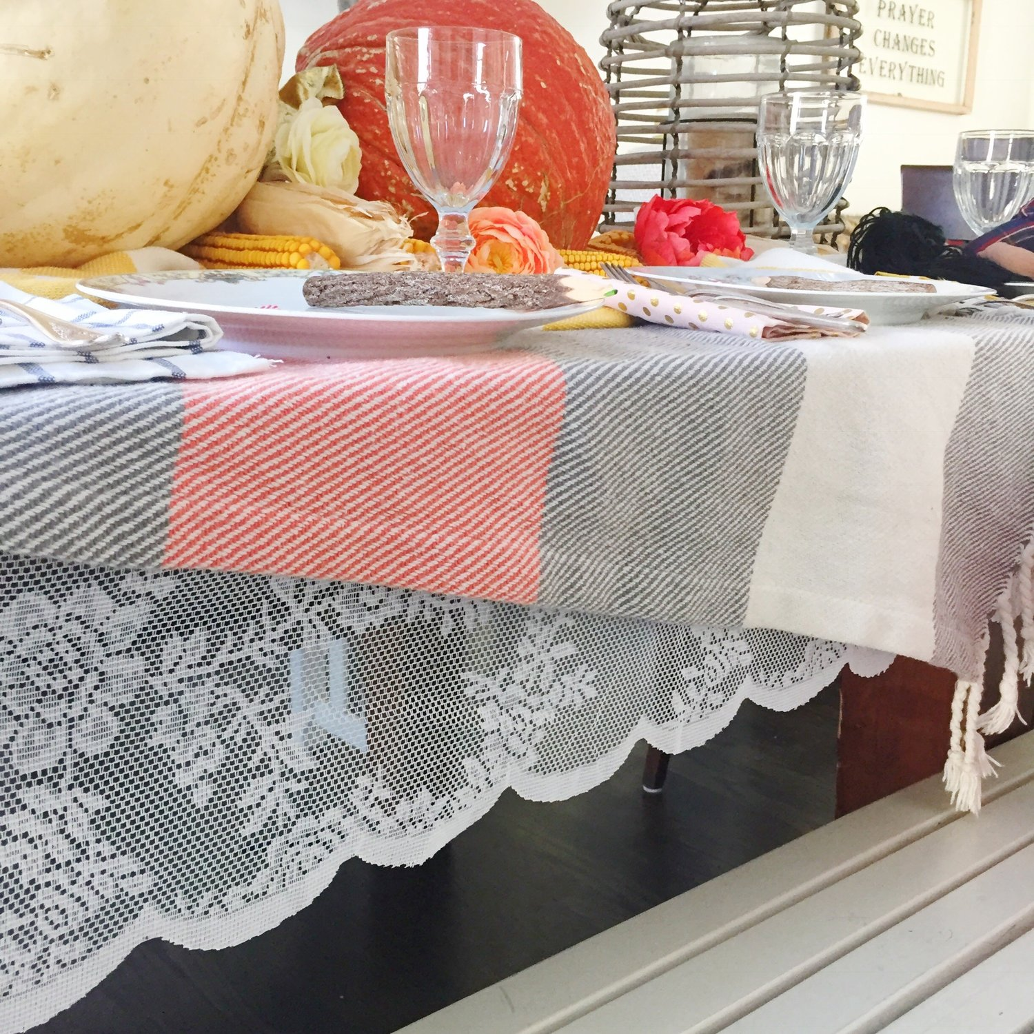 Using unconventional colors + patterns on your Thanksgiving table ...