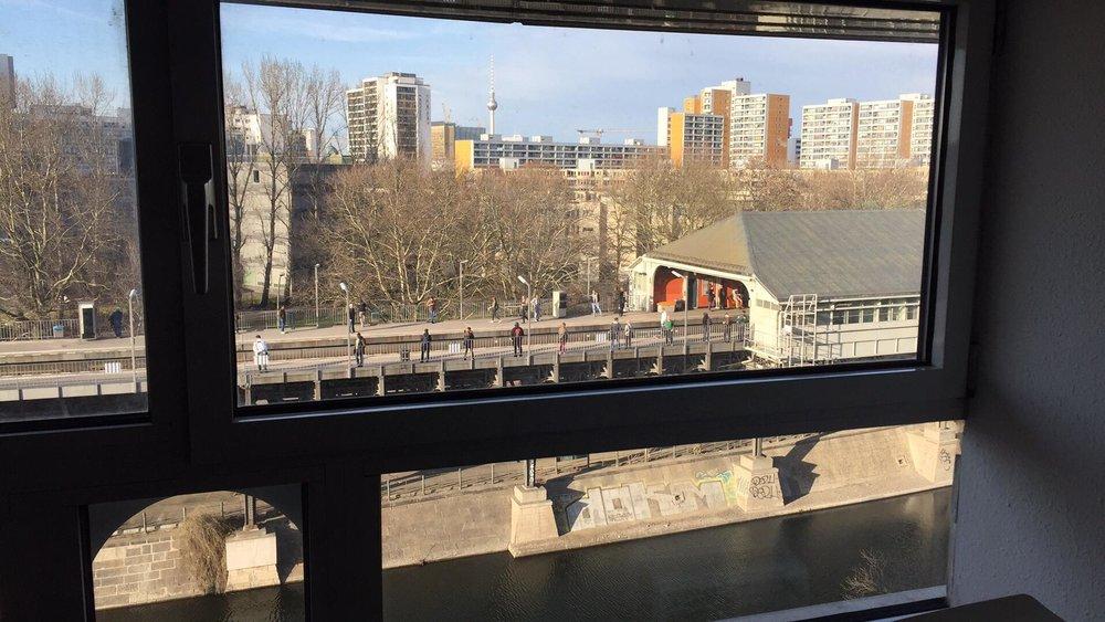 Mein Blick zur U-Bahnstation Hallesches Tor
