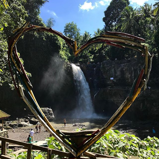 Waterfall love. Bali. 💙 . . . #pic#picoftheday#pictures#travel#travelblogger#travelgram#traveller#traveltheworld#travelphoto#photo#photography#instagood#instaphoto#bali#photooftheday#daily#traveling#follow#tflers#igtravel#l4l#tourism#holiday#daily#me#fun#dailyphoto#inspiration#shotoniphone#traveladdict