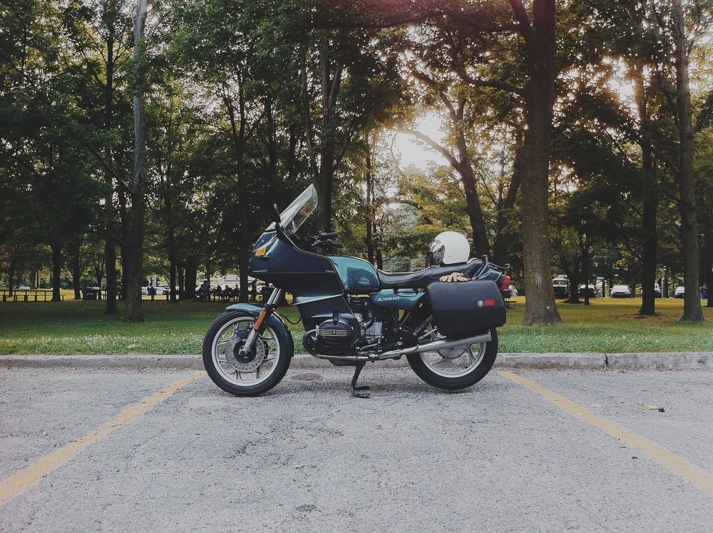 Vik's Bike | 1992 BMW R100RT | #ViksDadBike | TheMotoSocial.com