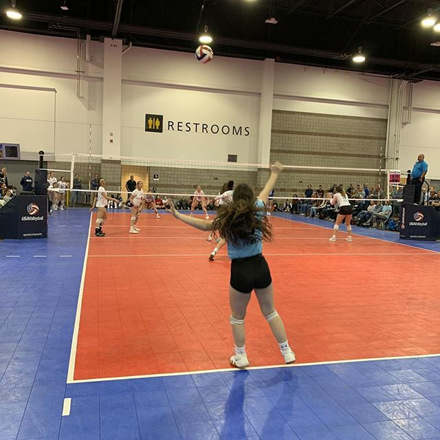 Watching @op2vbc do Peak Work. Let's go 15-EP! #volleyball #clubvolleyball #coloradocrossroads #uniforms #apparel #gjnc