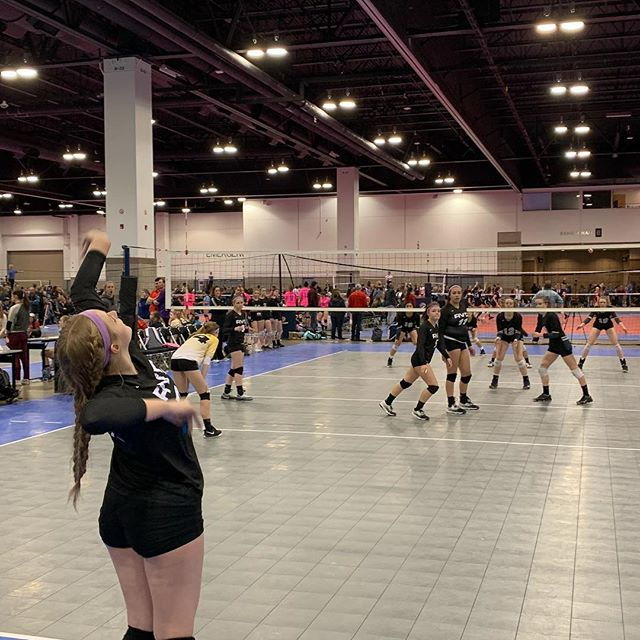 Work. Grind. Hustle. @relentlessvbc doing all that!!! Good work ladies! #volleyball #coloradocrossroads #xr2019 #uniforms #apparel #epfamily #clubvolleyball