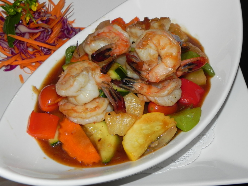 Stir-fry entree with prawns.