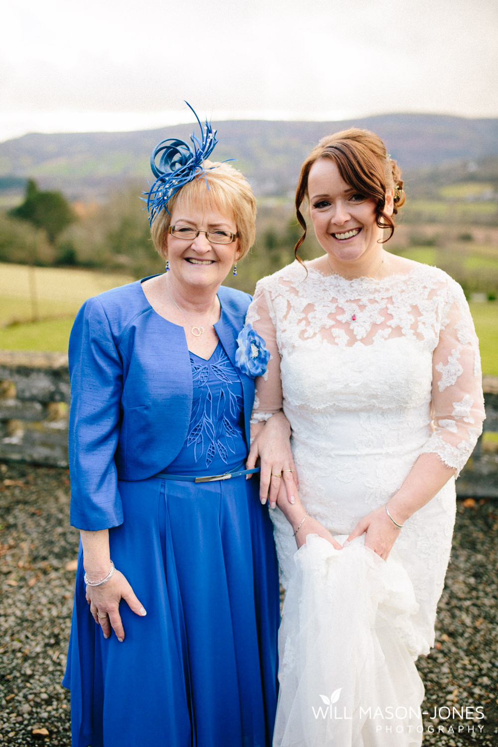 the-manor-crickhowell-wedding-documentary-photographer