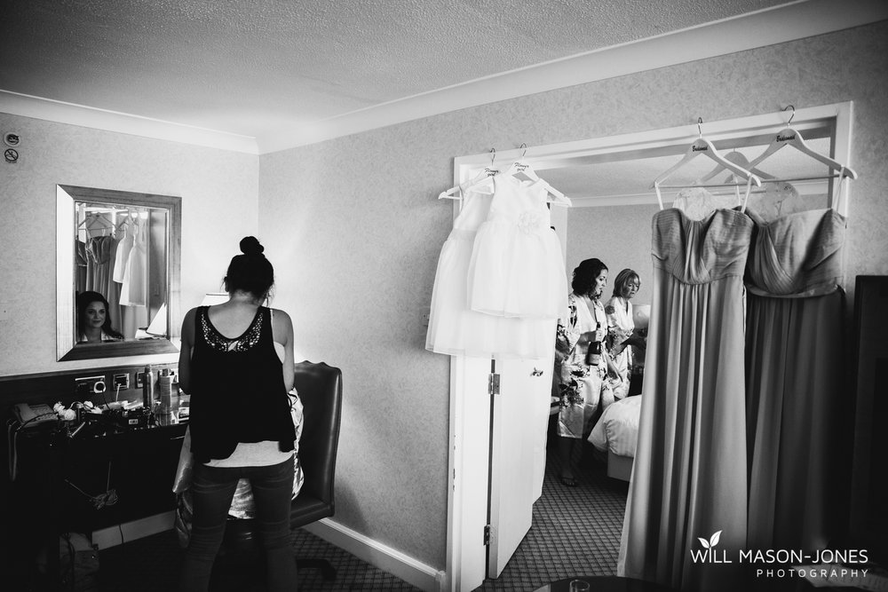 marriott hotel cardiff wedding photographer bridal preparations