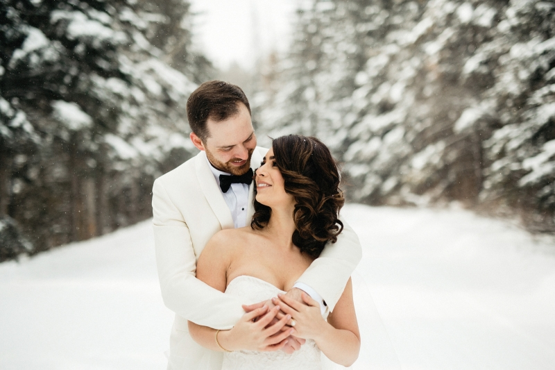 Romantic Winter Forest Wedding Photos with the Bride and Groom
