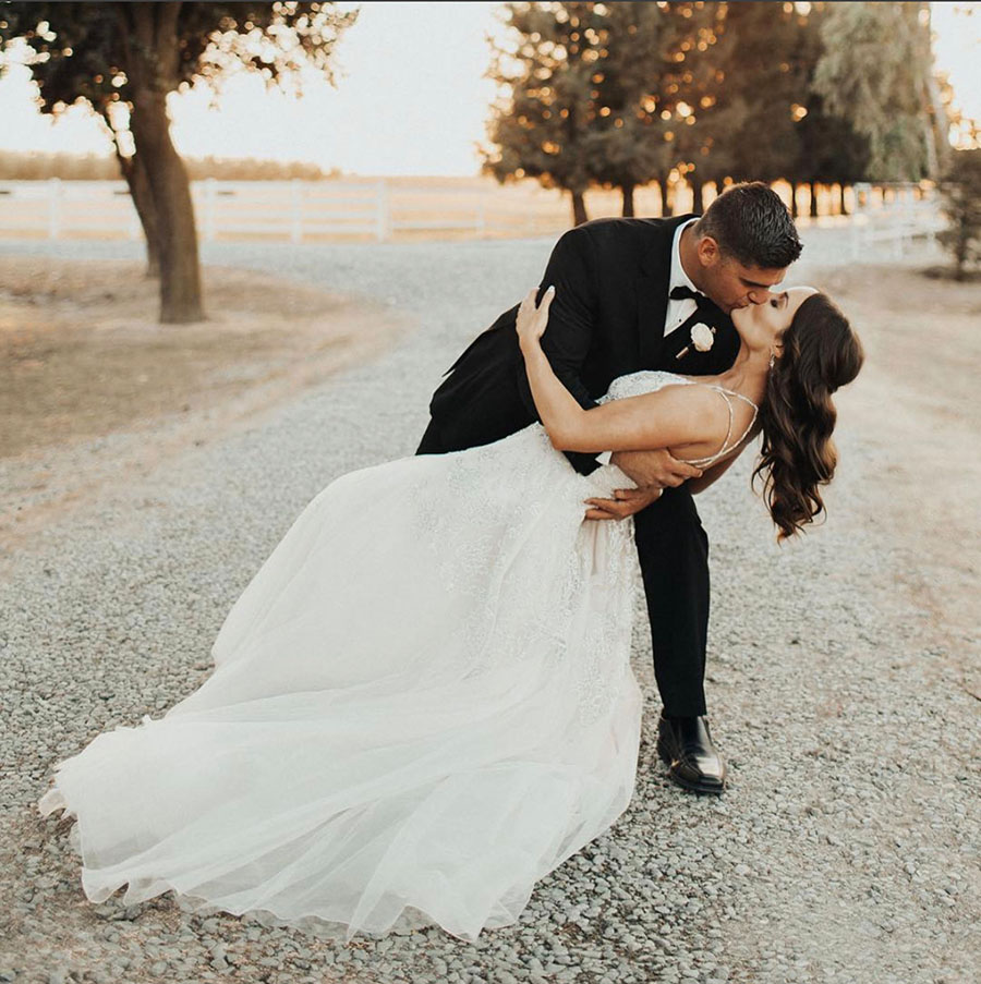 Bride and Groom Photo Ideas for a Romantic Blush Wedding Day