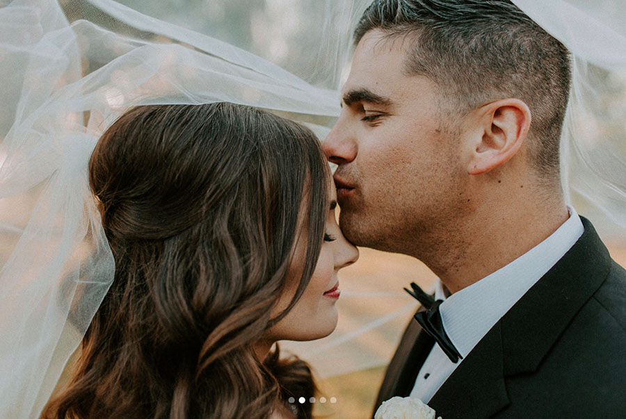 Sweet Kiss Photo under the Veil