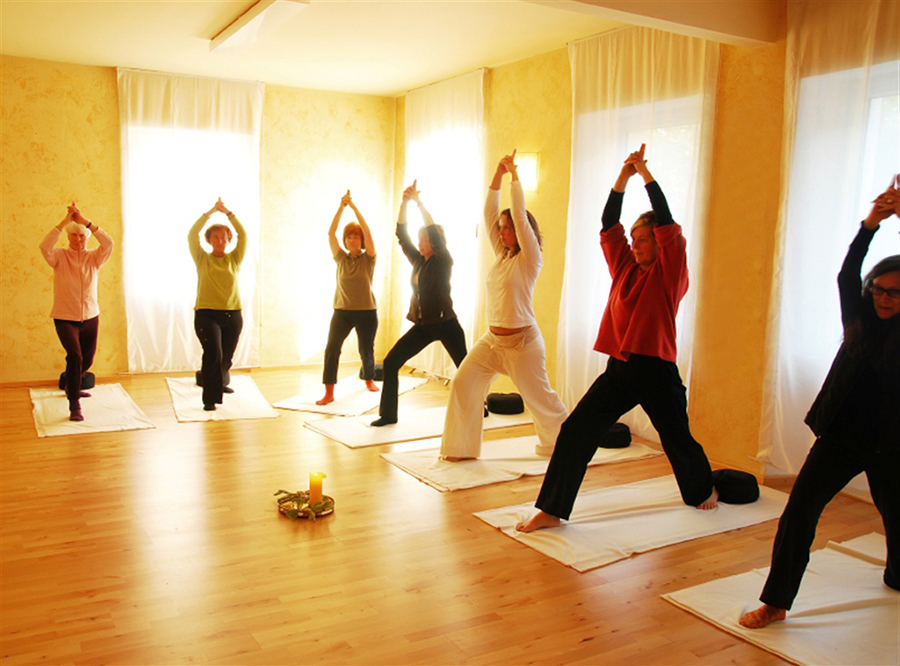 yoga-group.jpg.1024x0.jpg