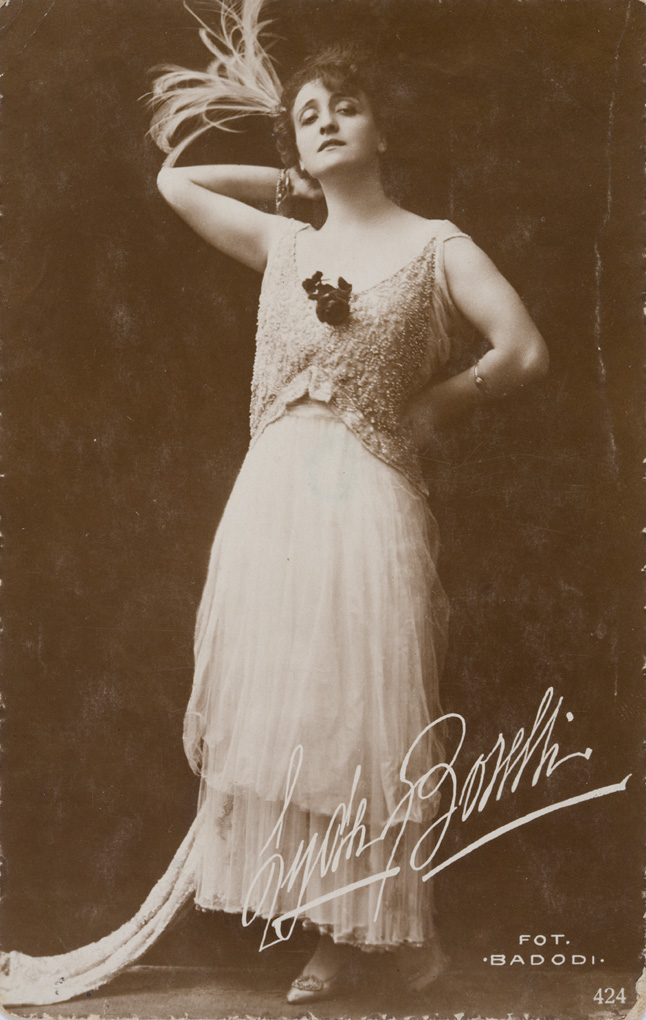 Lyda Borelli, postcard, 1910-18 (b/w photo), Italian Photographer, (20th century) / Private Collection / Alinari / Bridgeman Images
