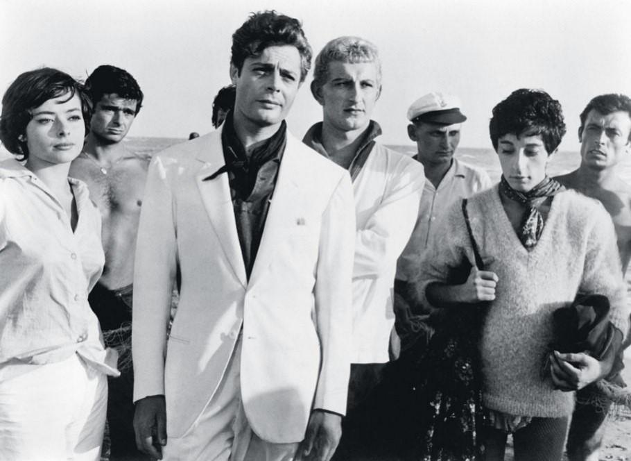 Marcello Mastroianni in  La Dolce Vita , 1960, dir. Federico Fellini.