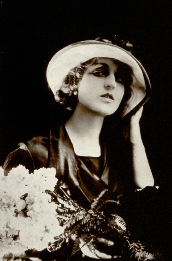 Pina Menichelli, c. 1915-25, Italian photographer(20th century) Private collection/Alinari/Bridgeman