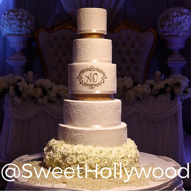 Just try and get through five pictures in this account without drooling. Every cake looks beautiful and delicious.