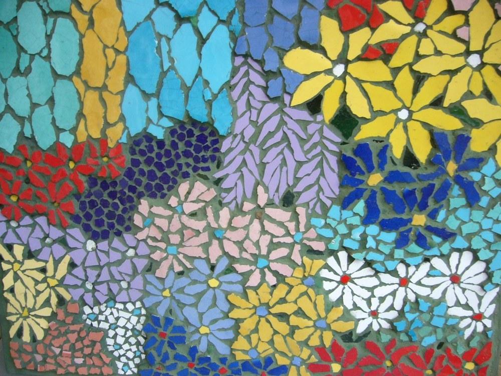 Mosaic by Kitty Hartnell Source - www.metalandmosaics.co.uk/