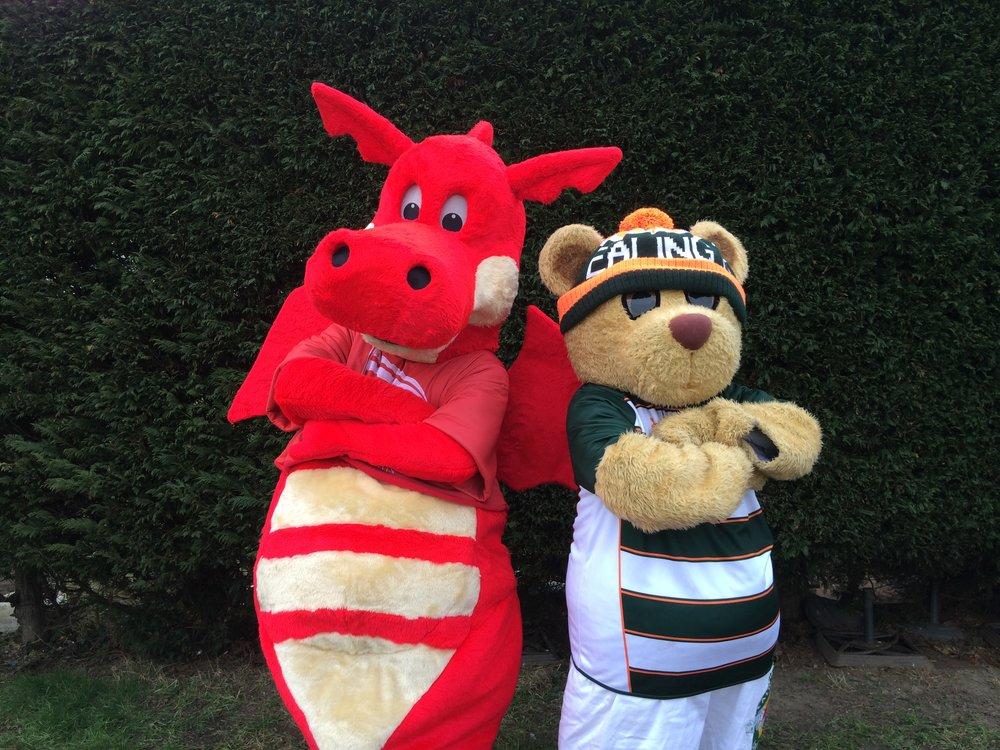 Bruno v Dewi mascots