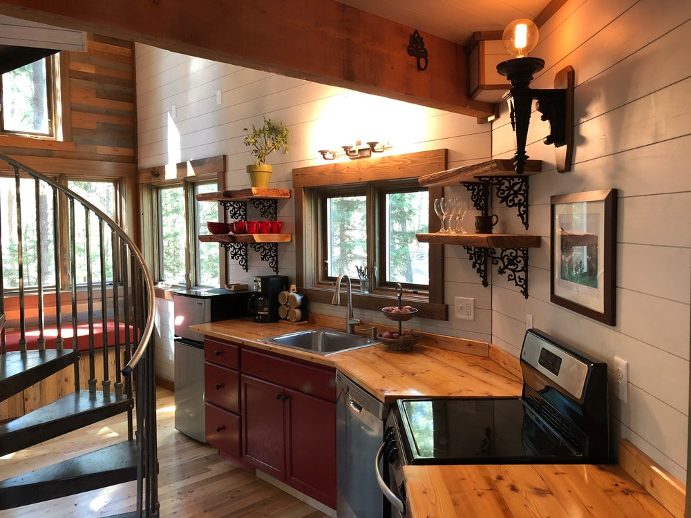 Montana Treehouse Retreat Kitchen