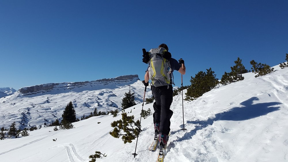 backcountry-skiiing-635974_1920.jpg