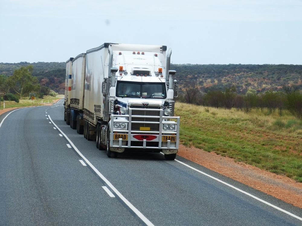 semi-trailers-534577_1920.jpg